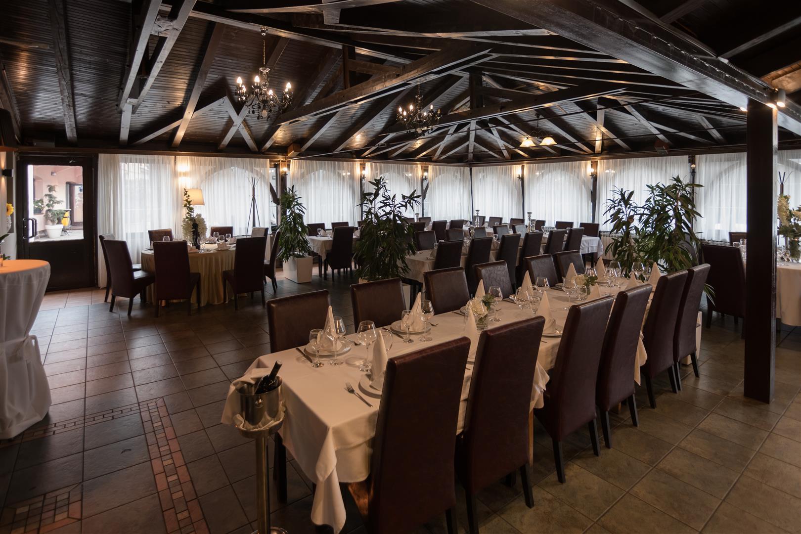 Mali raj - Restoran 19